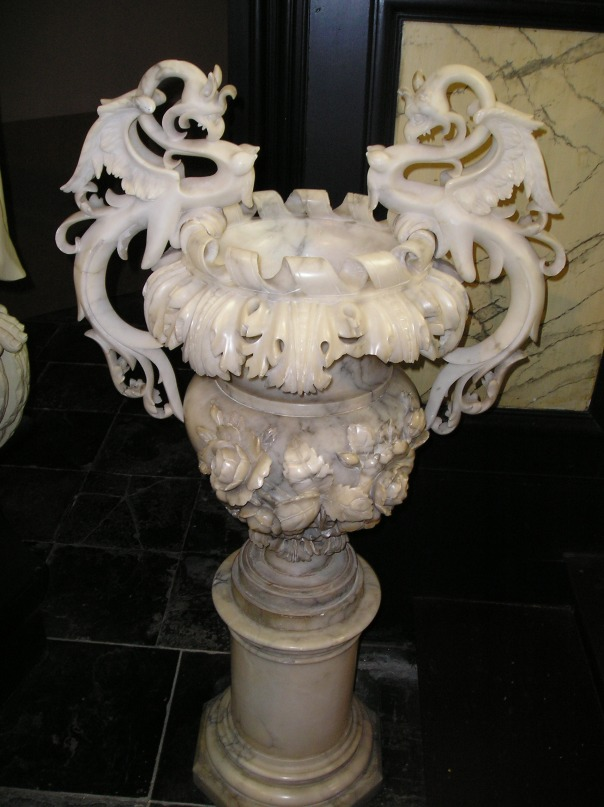 marble vase / мраморная ваза