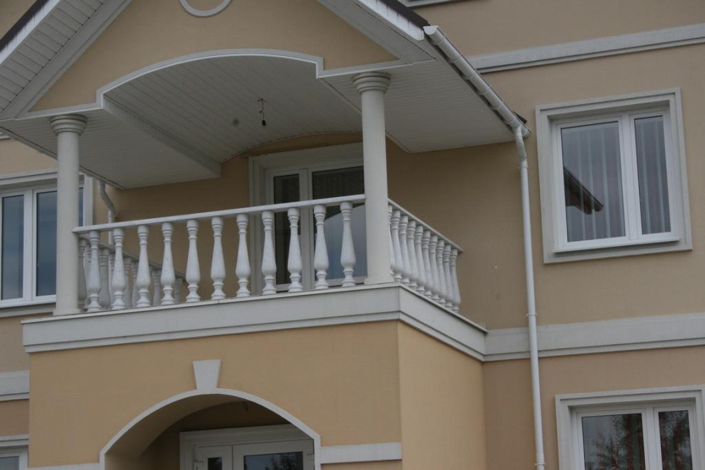 Балкон с балясинами фото.